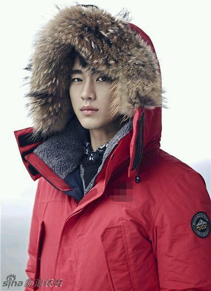近日,金秀贤为某品牌拍摄的冬季画报公开.画报中金秀贤或若有所思