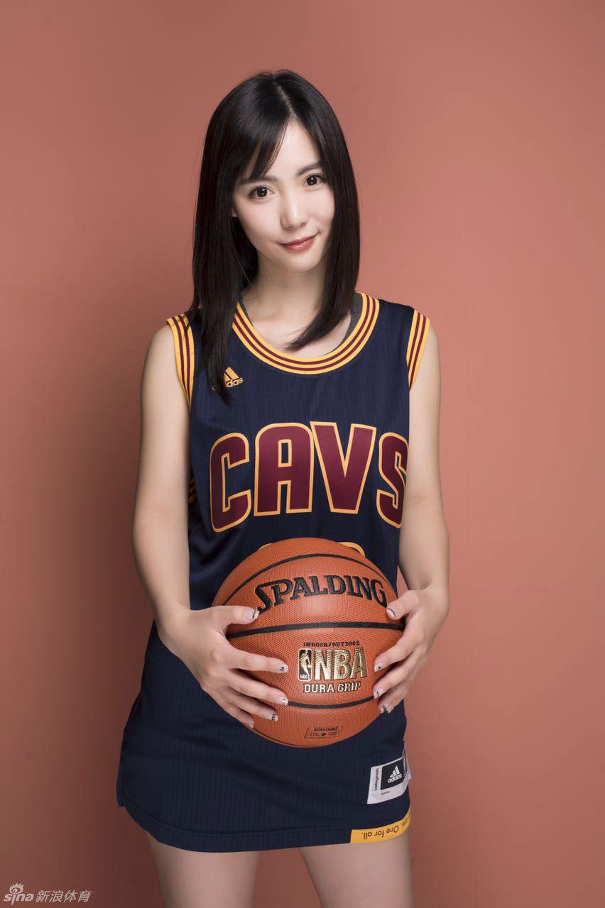 NBA全明星前方美女主播妹子vena的最新写真来了!这位来自多伦多的图片