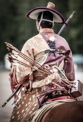 日本武士骑马拉弓射箭图片