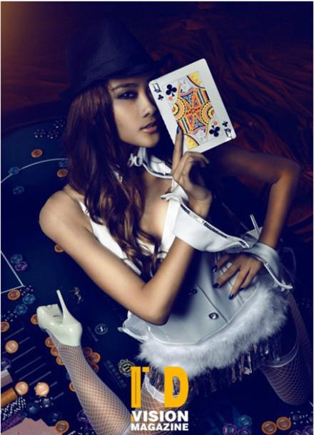 扑克美女变身性感兔女郎