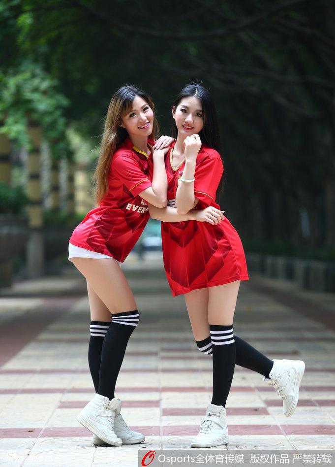 时间4月4日,足球宝贝拍摄写真,力挺卫冕冠军广州恒大在亚冠生死图片