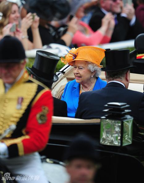 英国女王再度驾临一年一度的英国皇家赛马会现场.6月14日-18日,图片