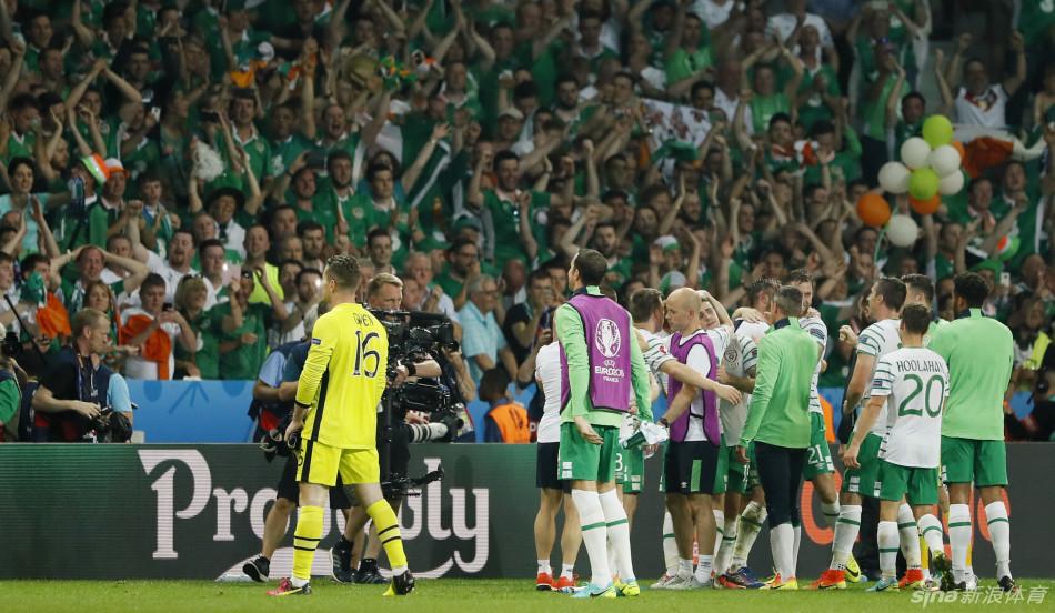 gif-创造历史!爱尔兰欢庆首次突围欧洲杯小组赛