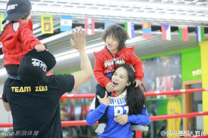 妈妈是超人 潘晓婷教胖轩打台球