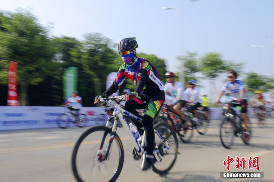 环柳江国际公路自行车赛 600余名选手同台竞技图片
