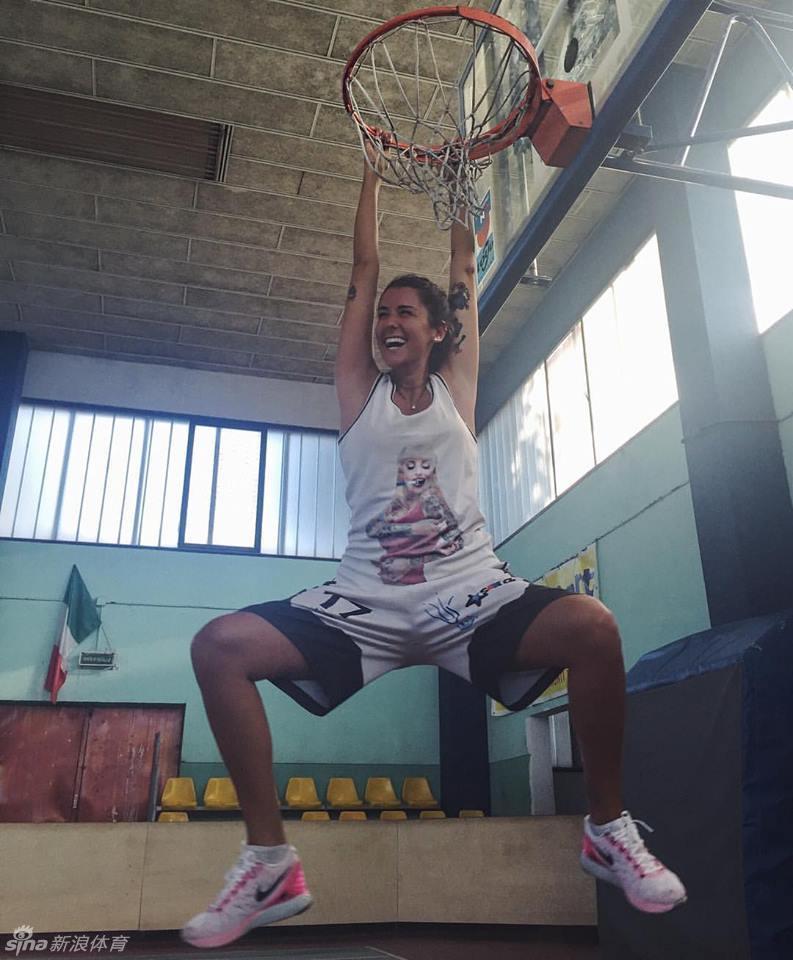 意篮球女神穿比基尼秀酥胸(23张)