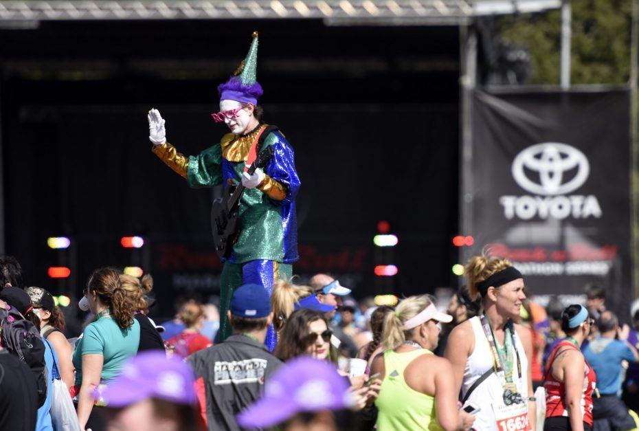 新奥尔良摇滚马拉松 跑者奇装异服好不热闹