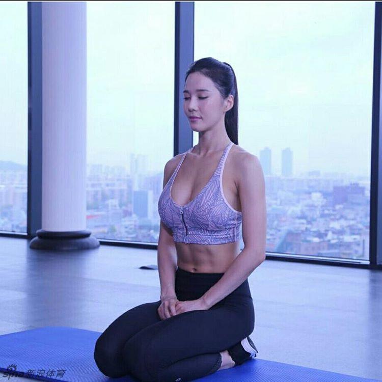 韓女星Ray Yang走紅網路 狂練杠鈴塑造翹臀