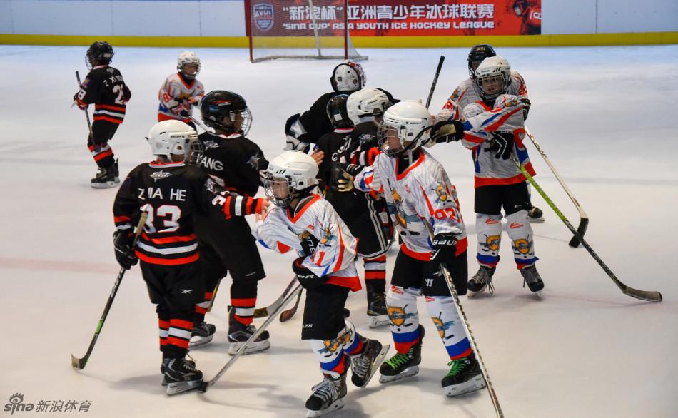 青少年冰球赛华南赛区首开战