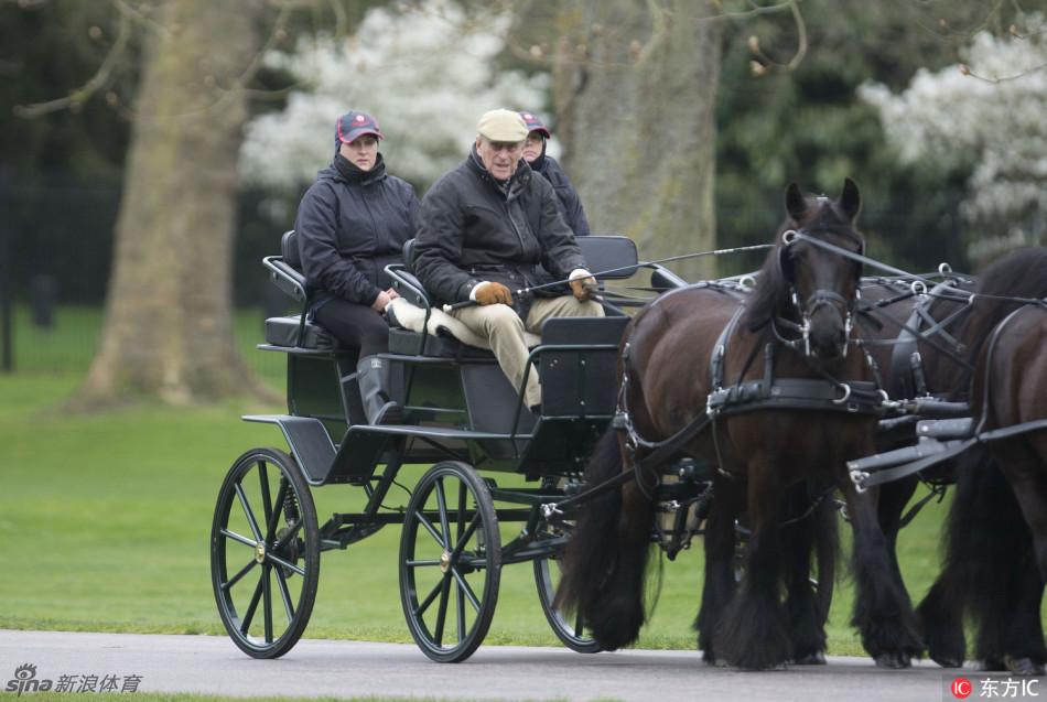 英国女王菲利普亲王春日骑马图片