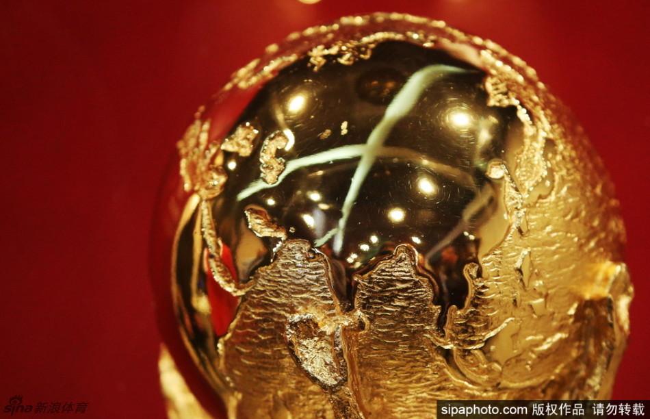 俄发布2018世界杯冠军奖杯
