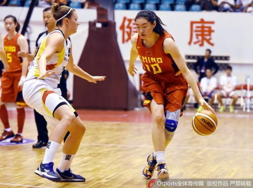中国女篮队员露雯