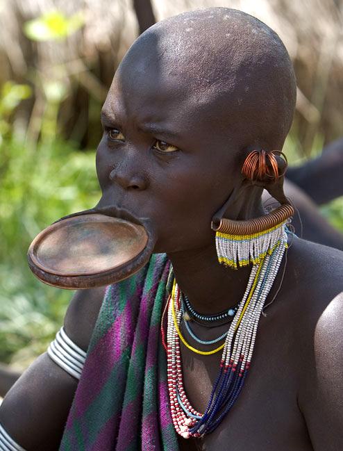 不穿衣服的非洲女性图片