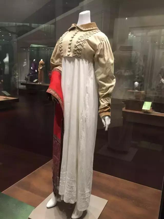 杭州丝绸博物馆布展完毕 来看美丽的衣服和鞋子