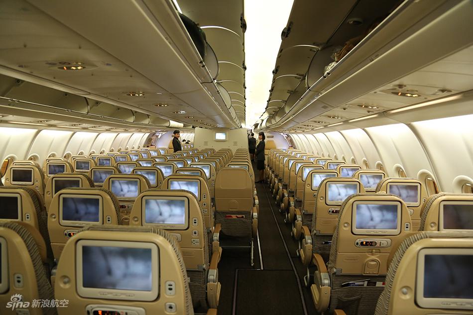 阿提哈德航空a330经济舱采用2-4-2布局.