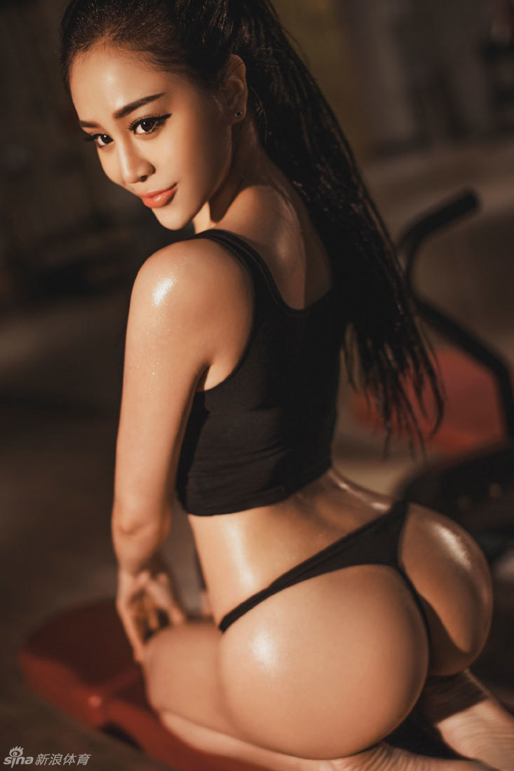 【wvw.yuehui.ga】翘臀小妖精王一涵健身房性感写真 身材曼妙火辣