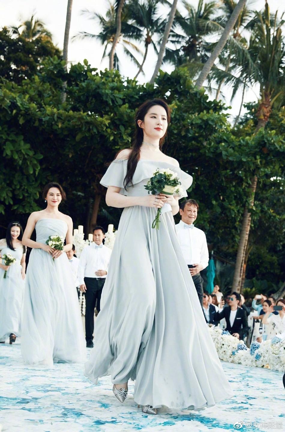 刘亦菲率领伴娘团参加婚礼 突破颜值巅峰