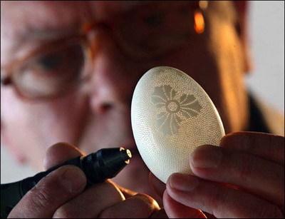 简单碎蛋壳粘贴画