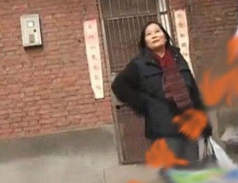张艺谋前妻肖华(资料图)-疑似张艺谋与二婚妻子陈婷合影曝光