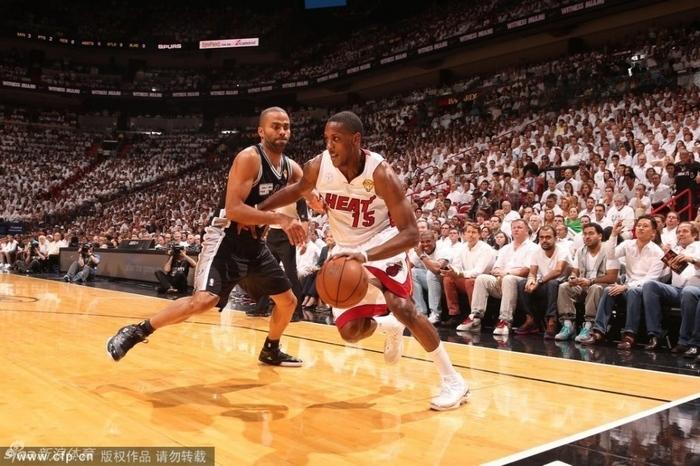 间6月21日,2013年NBA总决赛第7场比赛在迈阿密进行,最终热火图片
