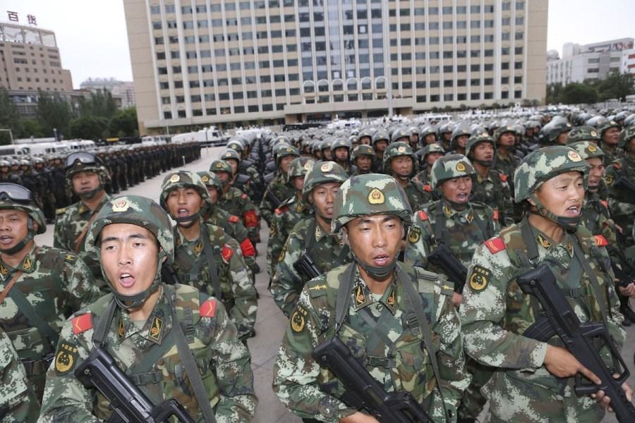 6月29日,新疆武警部队反恐维稳誓师大会在乌鲁木齐市人民广场举行图片