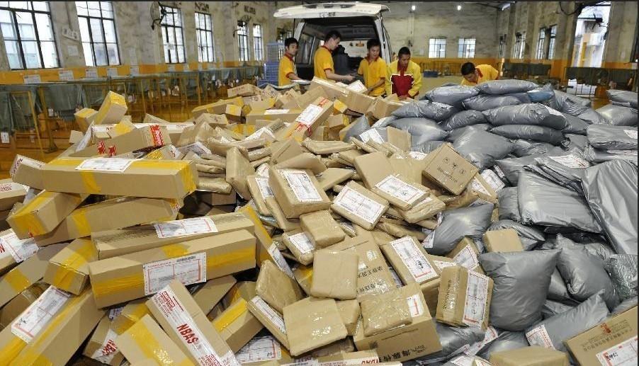 2013年11月11日,淘宝双11狂欢节之后,快递爆仓.图为广州一快