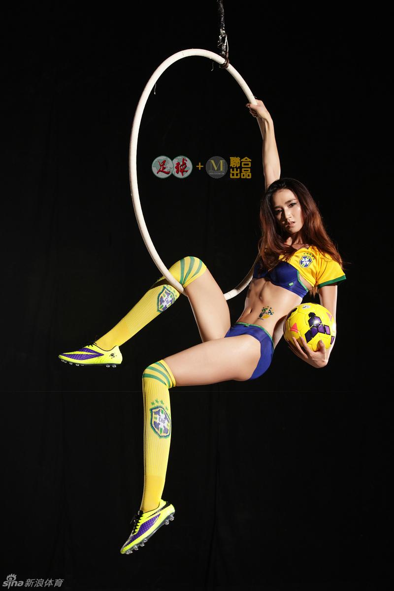 女超上演亚洲足球小姐对决 15万人观赛创纪录