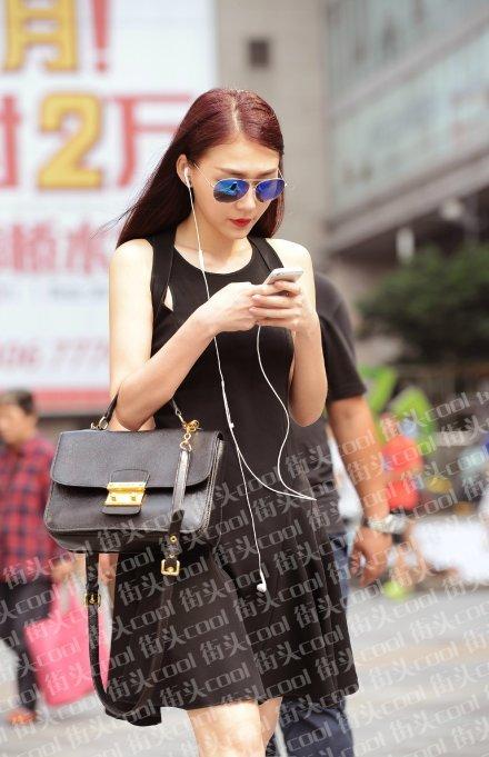 ,哪怕只有一天重庆的妹子们也要大胆走出来晒自己.重庆街拍看清图片