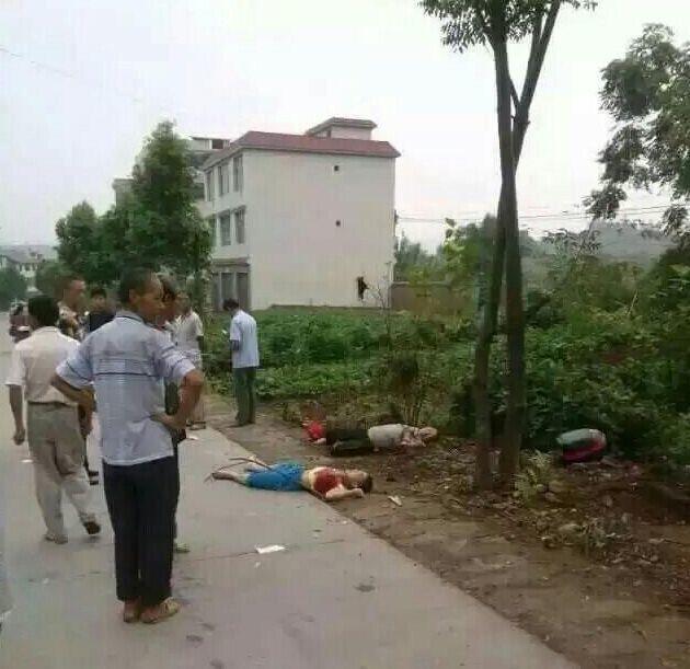 合川市石人口-8时许,重庆市合川区钱塘镇发生一起故意杀人案,石墩村张家4人被
