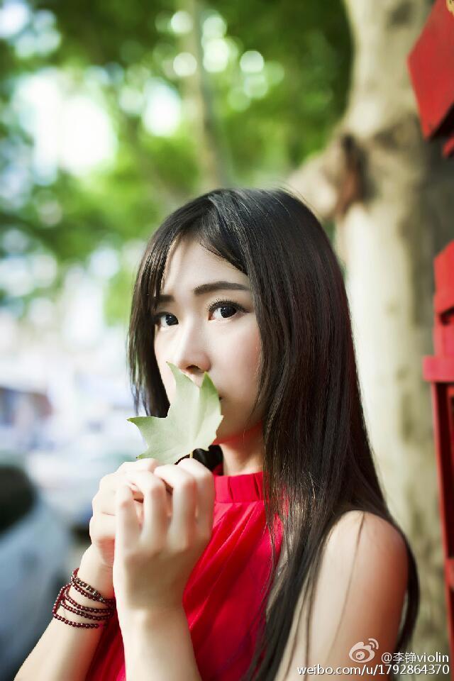 重庆工商大学校花秀长腿 清新中带点性感图片