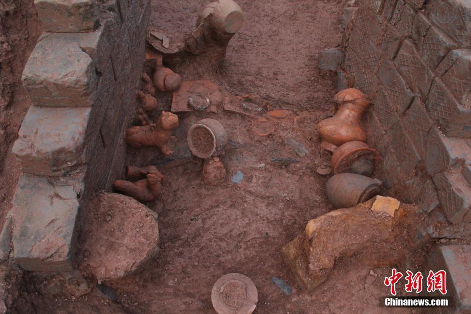 畜景牲景寒武纪年吧-考古挖掘土坑墓时发现陪葬品按生活场景从外至内摆放.最外面的是...