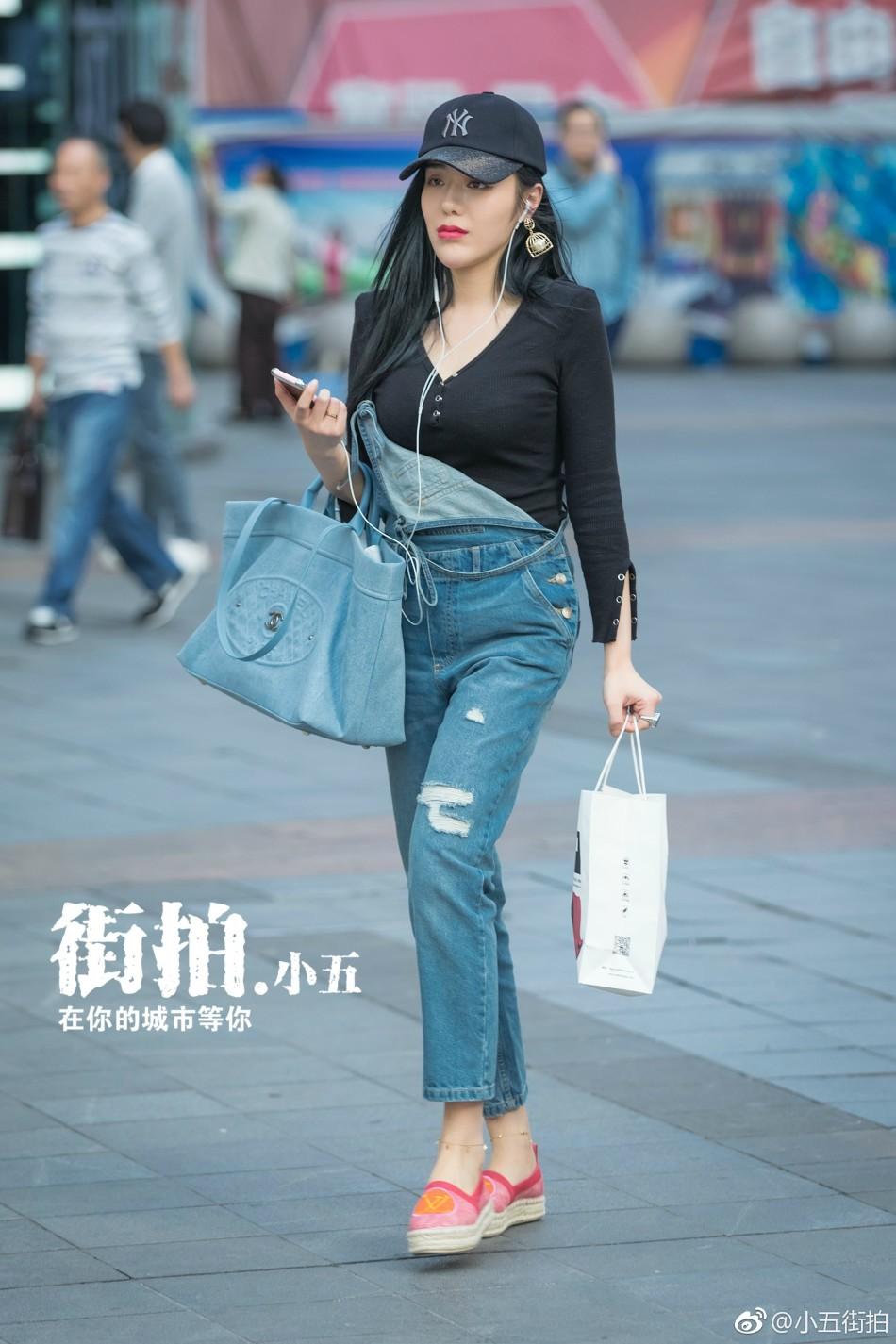 重庆最新美女街拍 夏天出街露白嫩大腿图片