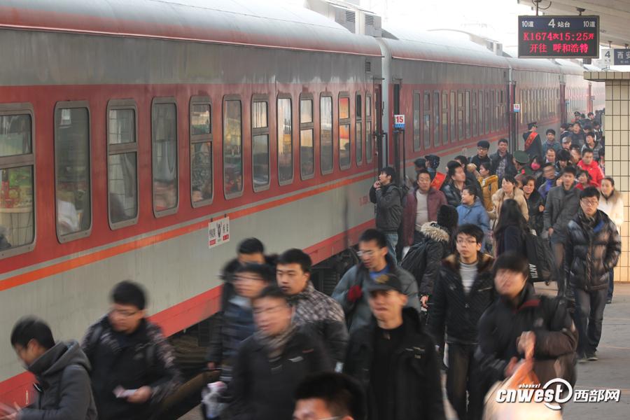 西安站发送旅客10万人