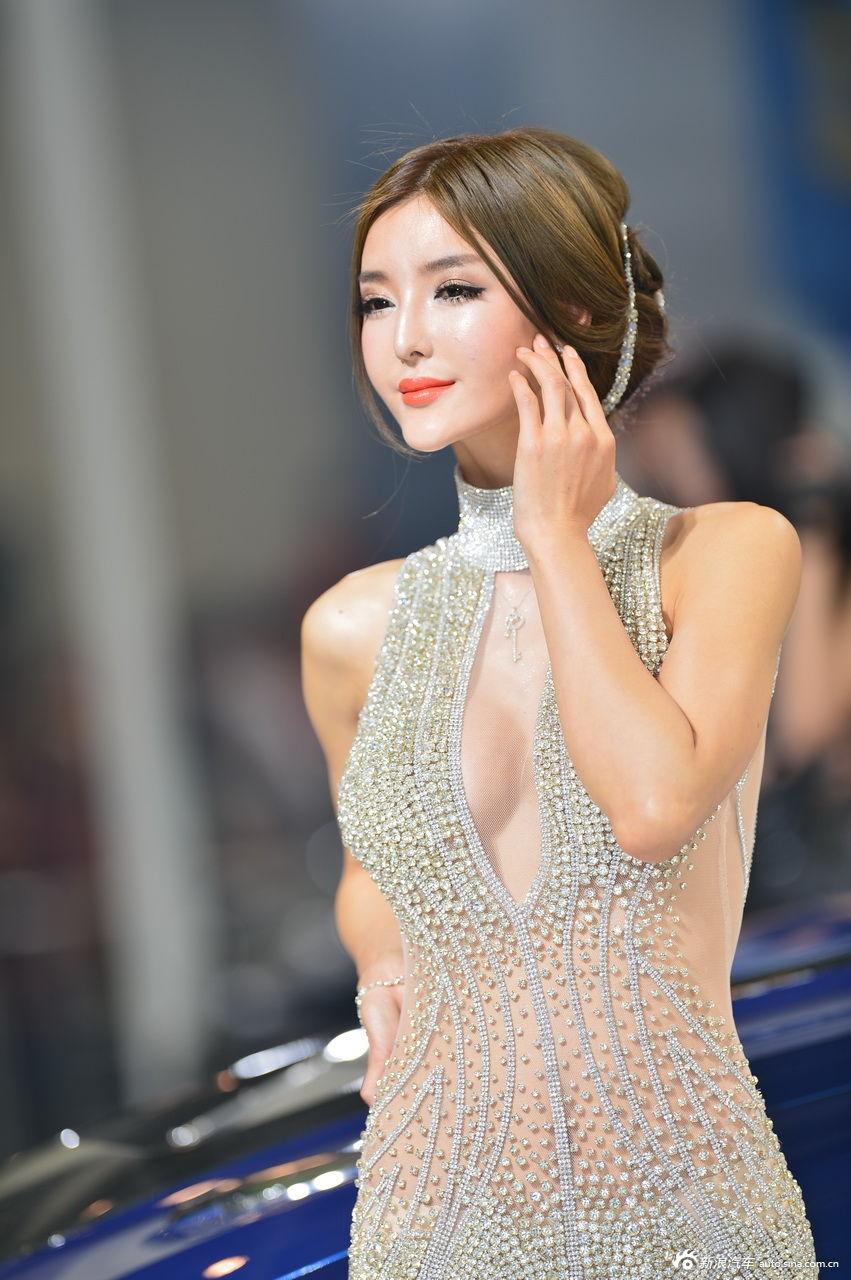 AC 宝马展台1号模特李颖芝