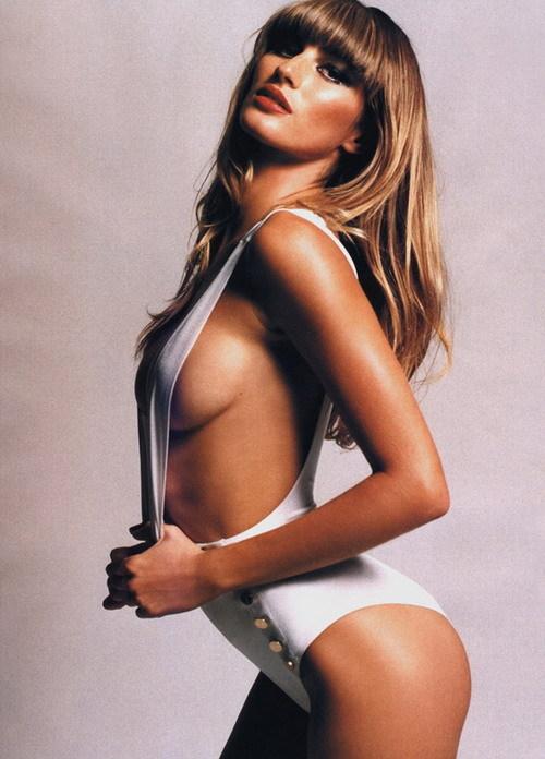 最性感的_女星胸部各具特色 朱莉最性感哈莉最昂贵