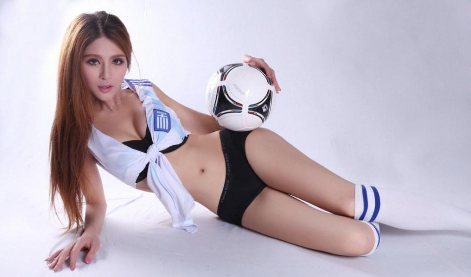 50张激情足球宝贝秀出健康身材