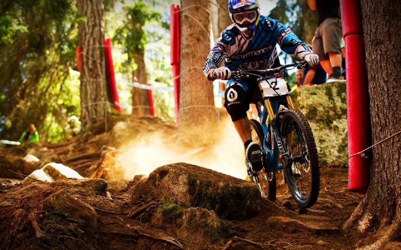 山地自行车运动起源于美国,是美国青年为了寻求刺激,最早骑山地自
