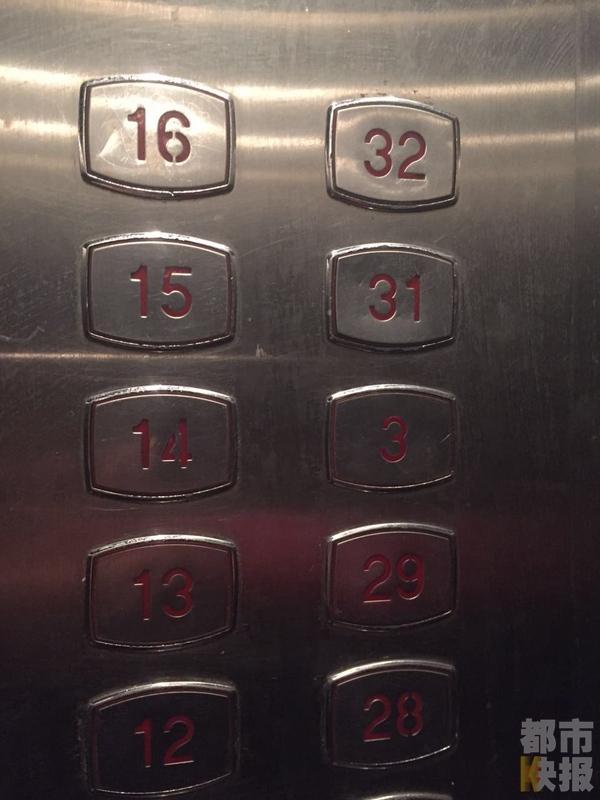 好好的电梯,可这按钮为什么是东拼西凑的,让头一回使用的人完全摸
