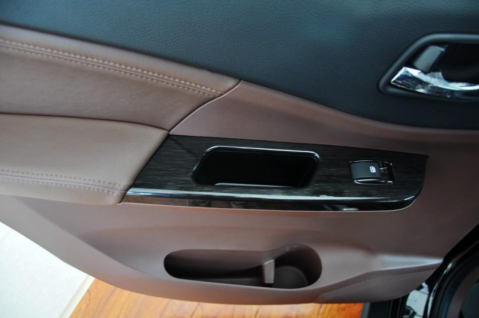大空间七座SUV 东风风行SX6新车到店实拍高清图片