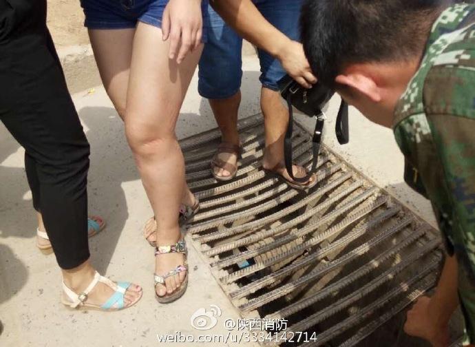 延安女子腿卡下水道 消防救援后脱困