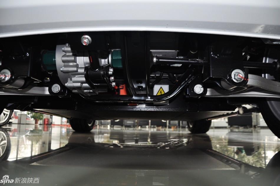 作为一款纯电动小车型,众泰E200可谓是麻雀虽小五脏俱全,补贴后高清图片