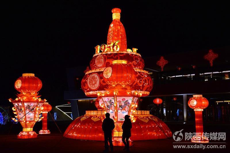 新年灯会由参与2016年中央电视台春节联欢晚会西安会场彩灯设计的