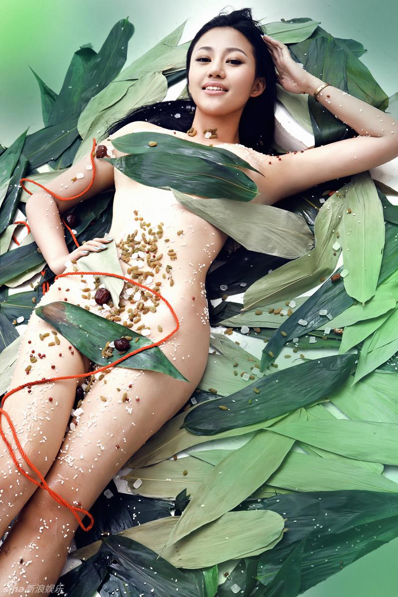 嫩模苏梓玲变身 全裸肉粽 遭红绳捆绑
