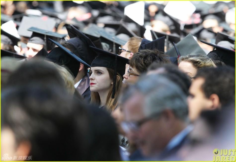 艾玛参加大学毕业典礼