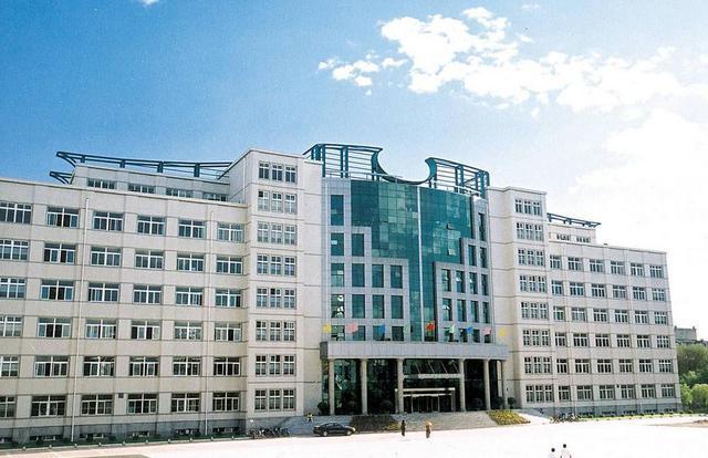 沈阳市第一二〇中学始建于1954年,前身是辽宁大学附属中学,至今已图片