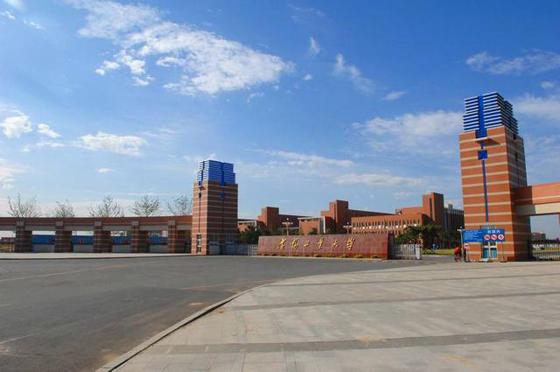 沈阳工业大学坐落在沈阳市,是一所以工为主,涵盖工、理、经、管、