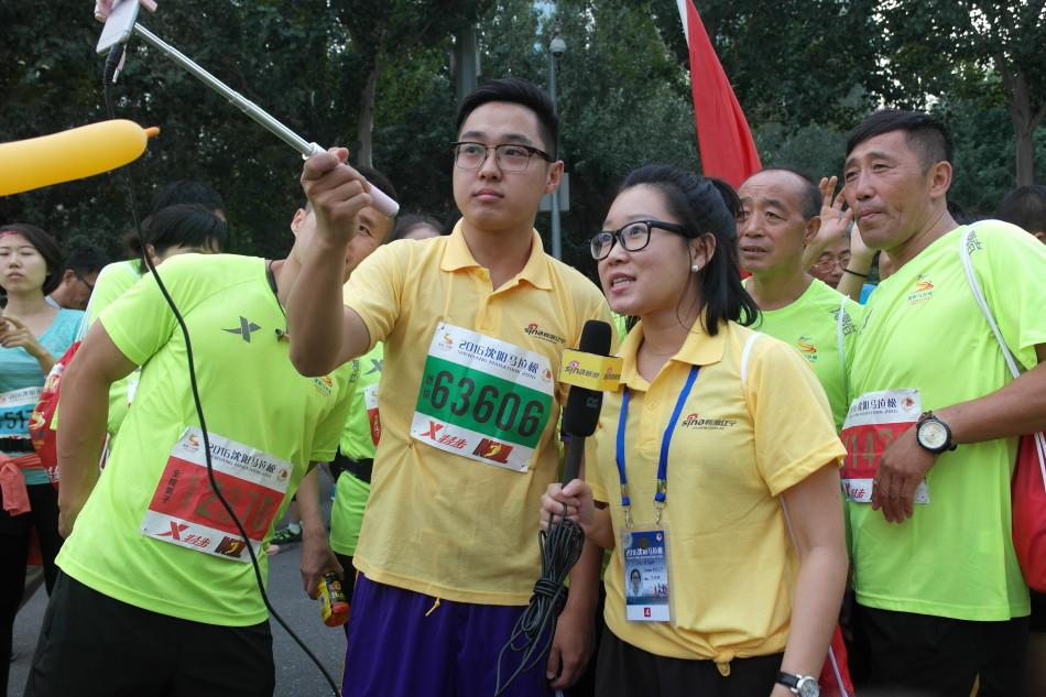 小浪们亲自在马拉松现场做马拉松直播-2016沈阳马拉松完美落幕