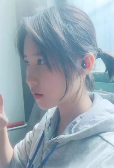 16岁高中女生手绘板报惊艳网友 长相似刘亦菲