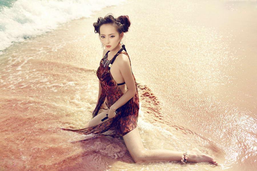 张嘉倪徐娘性感写真曝光丰满v徐娘性感沙滩图片