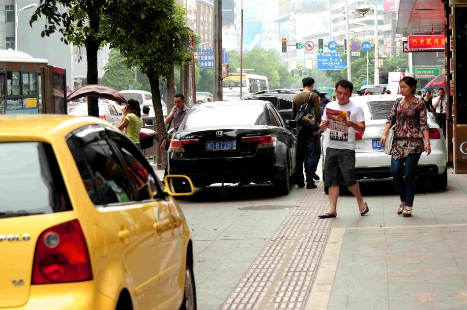 新浪衡阳街拍客 网友随街拍违章车辆图片